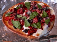 Spicy salami, tinned diced fire-roasted tomatoes, chopped kalamata olives, mozzarella, fresh basil garnish