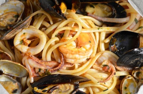 Linquine ai Frutti di Mare al Cartocci - 2